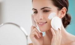 4 Bahan Alami untuk Bersihkan Make-Up yang Membandel